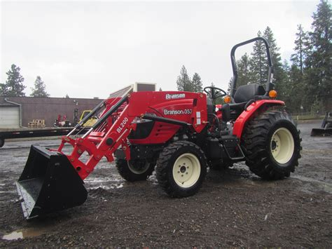 Branson 3520R Tractor with BL200 Front End Loader - Keno