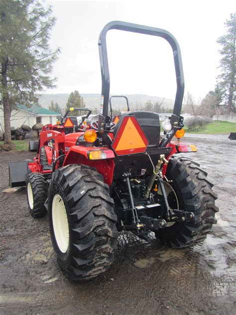 Branson 3520H Tractor with BL25R Front End Loader - Keno