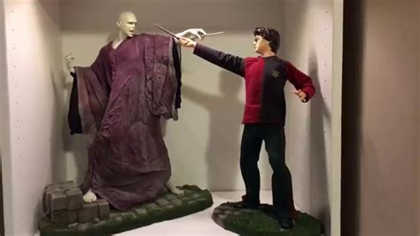 Gentle giant Harry Potter and Voldemort 1/4 statue - YouTube